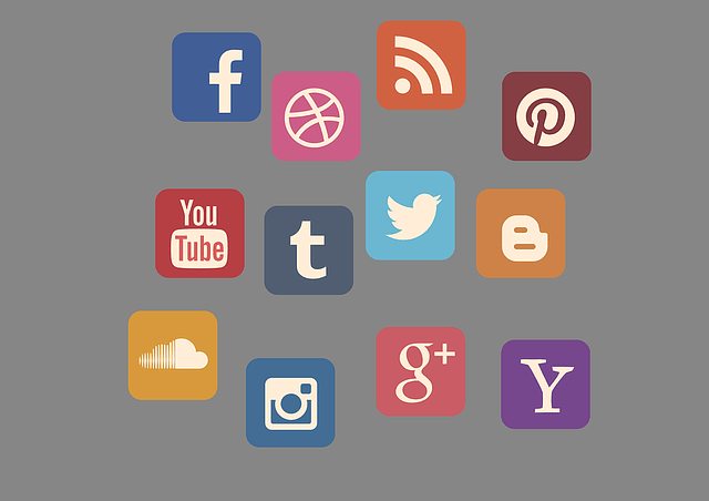 Earn money online without investment - Illustration of social icons
